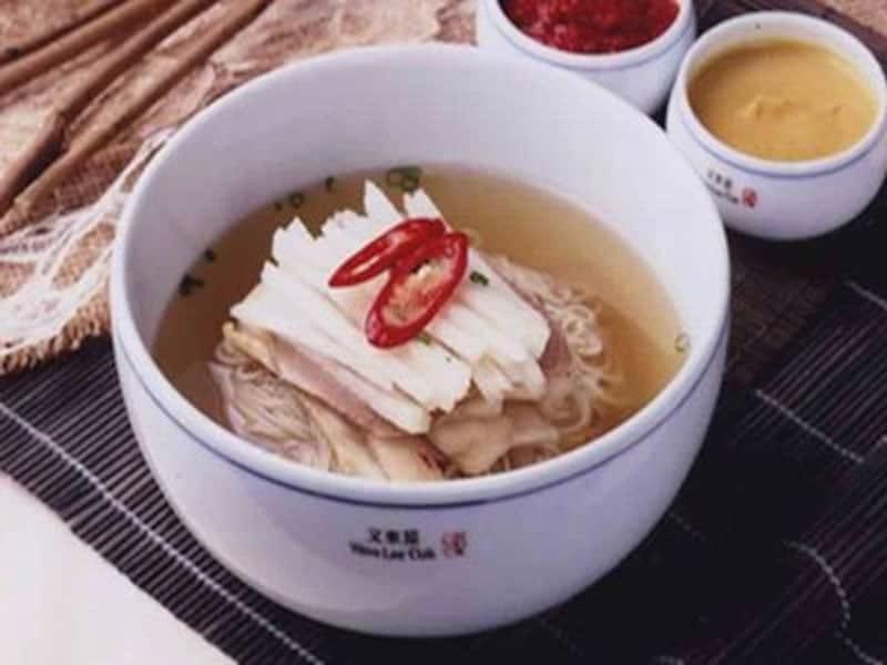 外国人にも認められた美味しい冷麺。家族で訪れるにもちょうどよいお店です