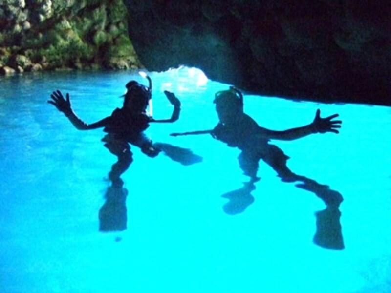 シュノーケリングでも体験できる青の洞窟!undefined写真提供:マリントップ沖縄