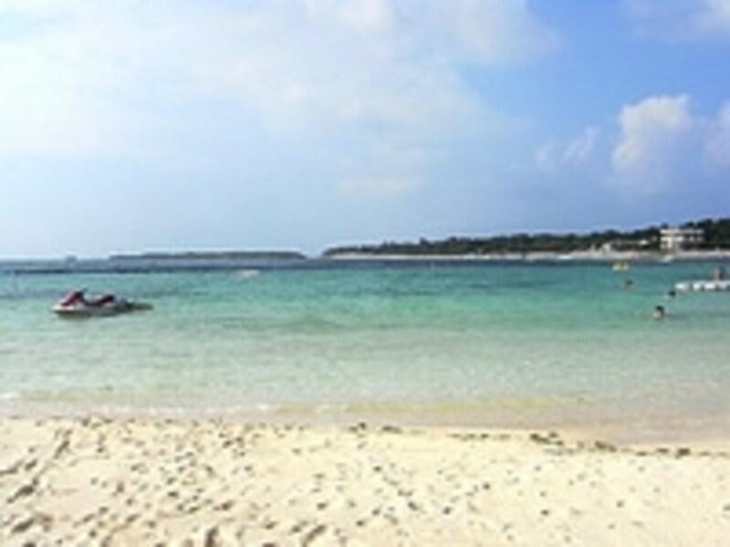 白い砂とエメラルドグリーンのコントラストが美しいエメラルドビーチundefined