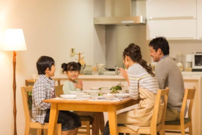 食事の前にお祈りをする家庭もあります