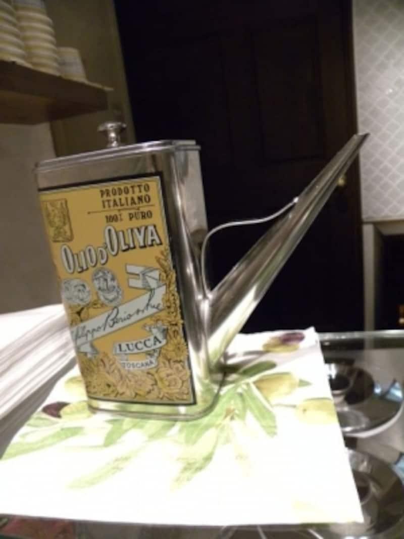 「アクオリーナ」でジェラートに添えるエクストラ・ヴァージン・オリーブオイル