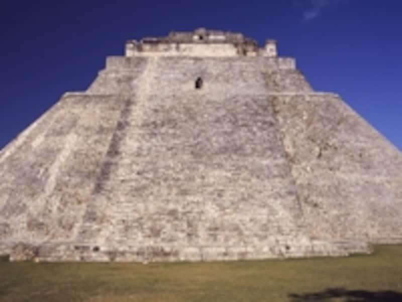 正面から見た魔法使いのピラミッド
