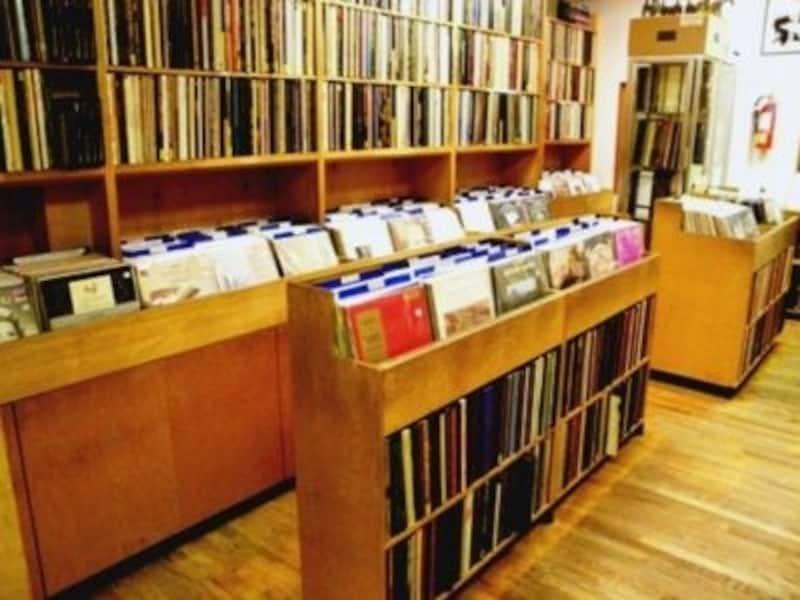 ゆったりとした時間が流れるレコードショップphoto:AcademyRecords