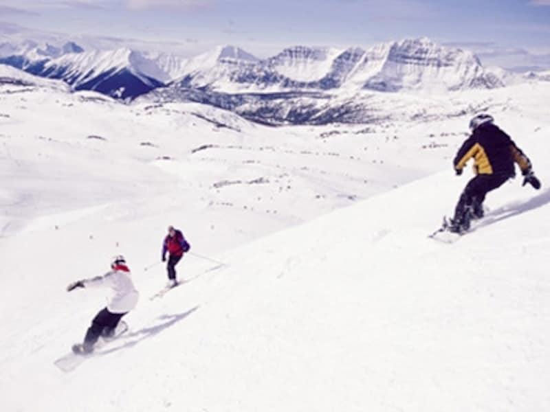 距離も長ければ、幅も広い!壮大なロッキーの自然で、豪快な滑りを!(C)TravelAlberta
