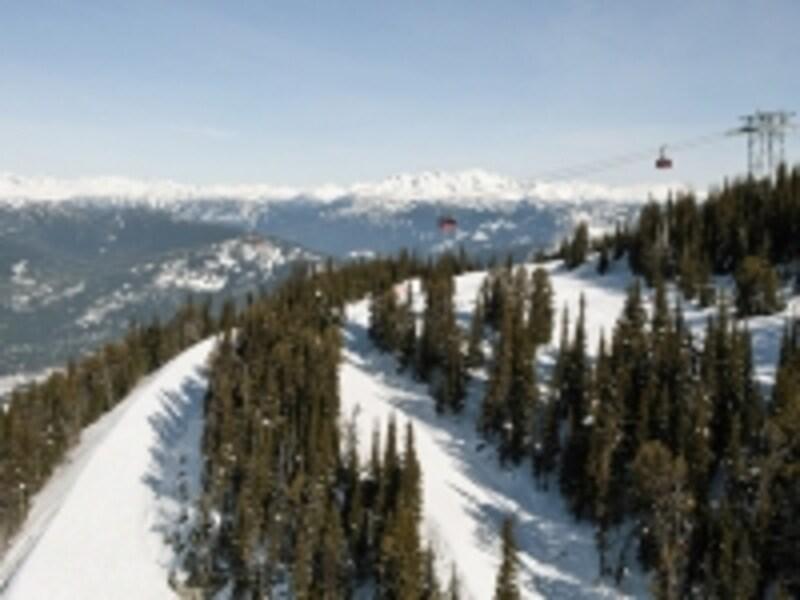ピーク2ピークは谷底まで400m以上の高さを進むので、高所恐怖症の人は絶対無理!(C)TourismBC