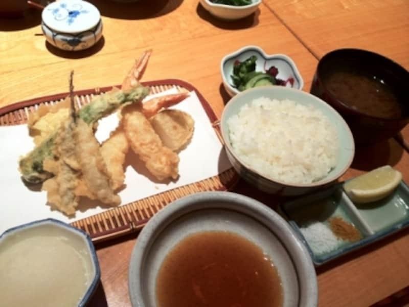ランチタイムの「天ぷら定食」