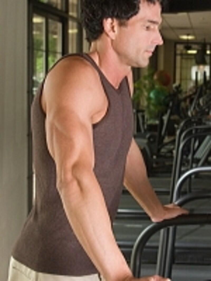 力こぶばかりを鍛えると、バランスの悪い二の腕になるので要注意