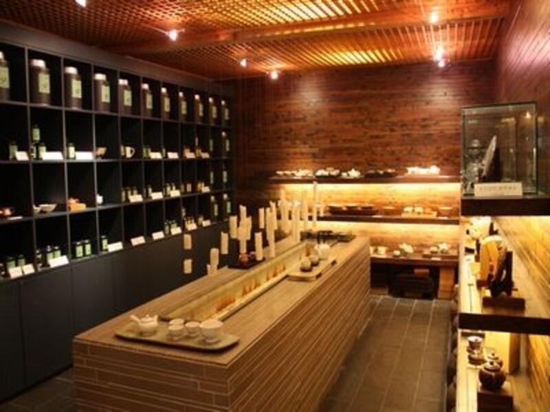 茶葉や茶器の販売、展示スペースもあり、観る楽しみもあるお店です(C)TeastoryofBeautifulTeaMuseum