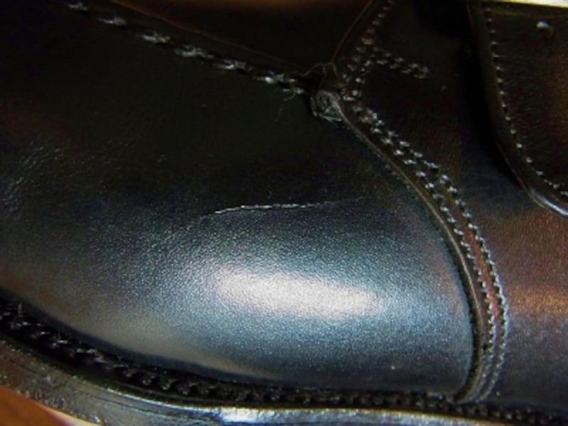 革靴の傷の修理方法:アッパーの切り傷