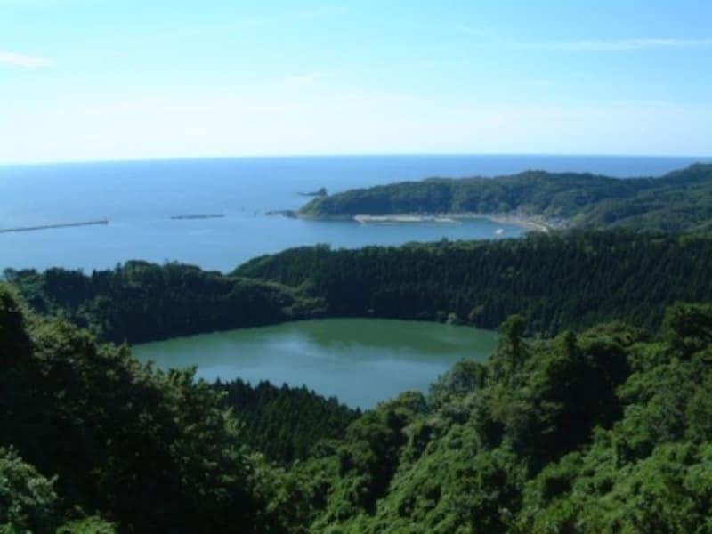 八望台からの眺め(1)/二ノ目潟と戸賀湾