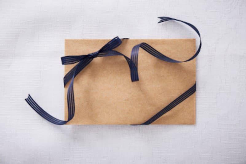 青いリボンの小包