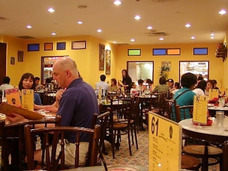中国本土から働きに来ているスタッフが増えているシンガポールの中華料理レストラン