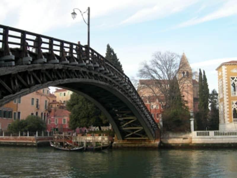 カナル・グランデにかかる唯一の木造の橋アカデミア橋