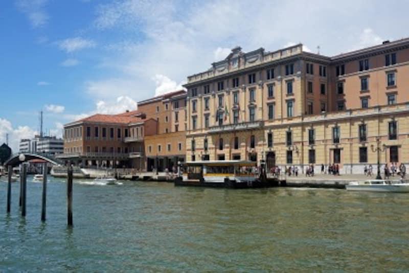 ベネチアの街歩きは、サンタ・ルチア駅前の水上バスからスタート(出展:ウィキメディア・コモンズ)
