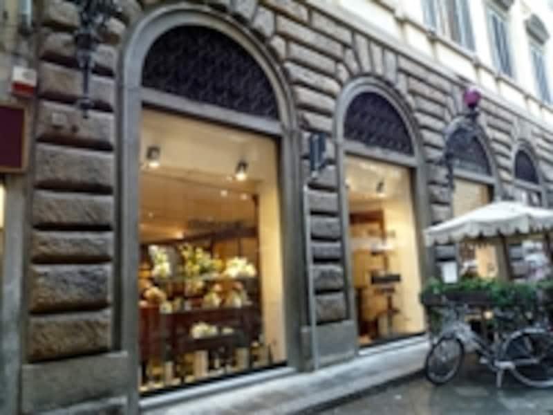 フィレンツェ生まれのブランド「ロベルト・カヴァッリ」の直営カフェ