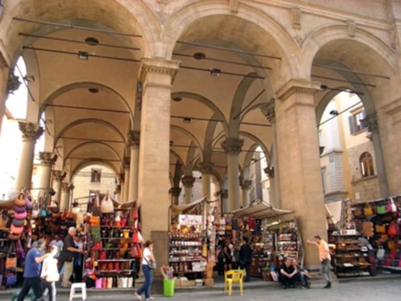 フィレンツェは、歩いて周れる小さな街。お買いものもしやすい