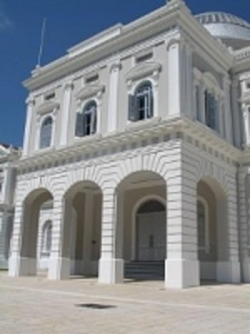 白亜の外観が美しいシンガポール国立博物館