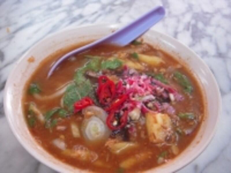酸味のあるスープが特徴のアッサムラクサは、ペナンの味