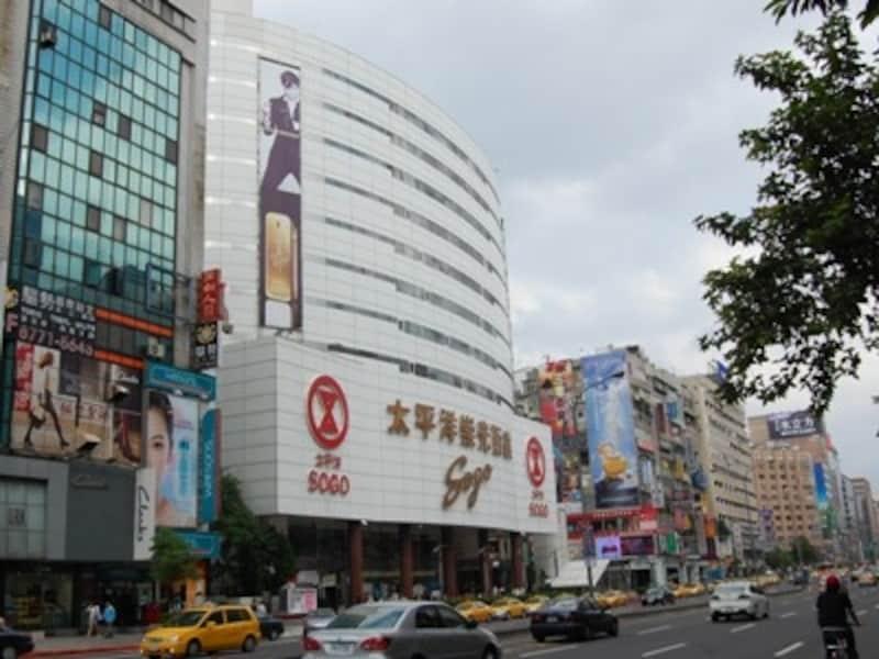 現地の人に人気のショッピングスポット、太平洋そごうデパート