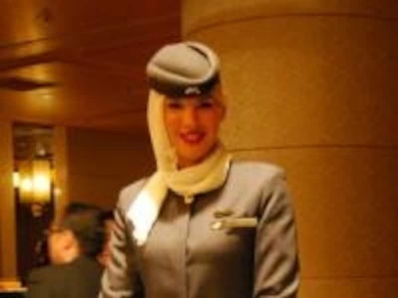 世界各地から採用された客室乗務員 3月29日に行われた記者発表会にて