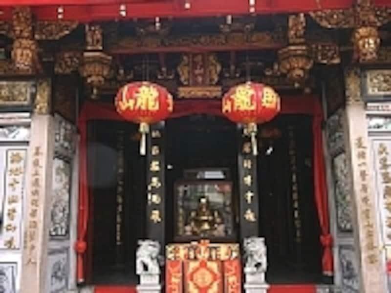 彫刻の美しいお寺です
