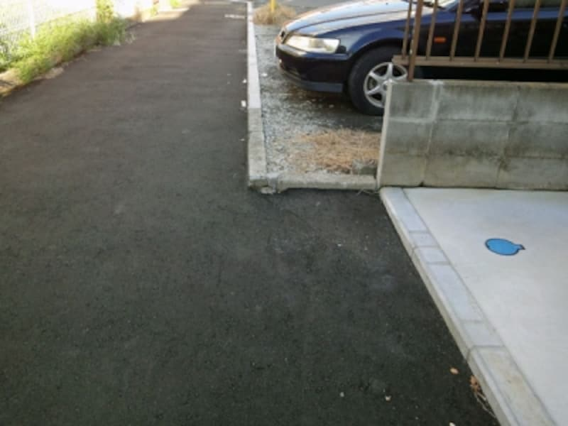 駐車場によりセットバックされない例
