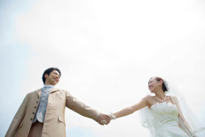 結婚直後の2人は、一番のお金の貯め時です。収入の何割を貯金するといったルールを決めて貯めるのが効果的です