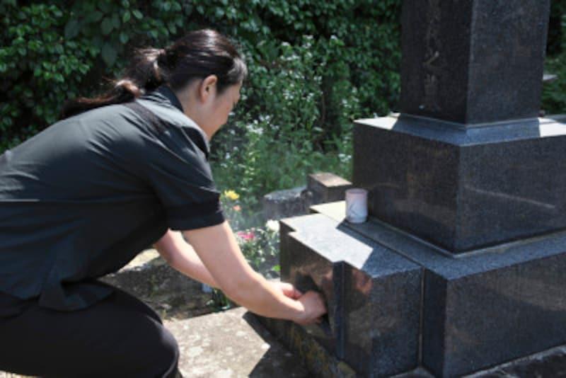 墓前法要での法事の進め方