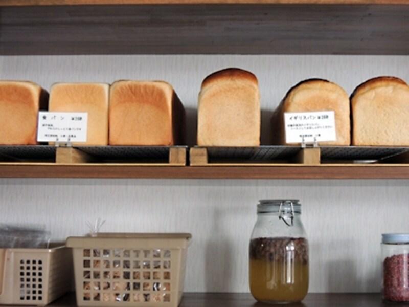 食パン(260円)イギリスパン(260円)
