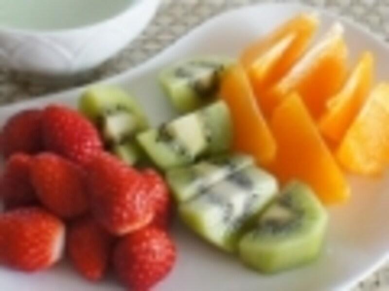 朝や昼は、フルーツや野菜等で軽く!