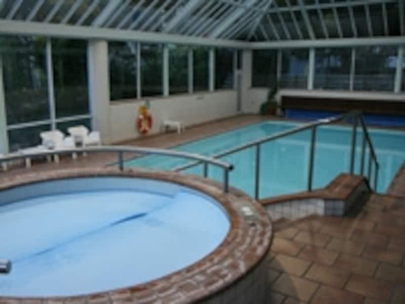 室内プールやジャグジーもある