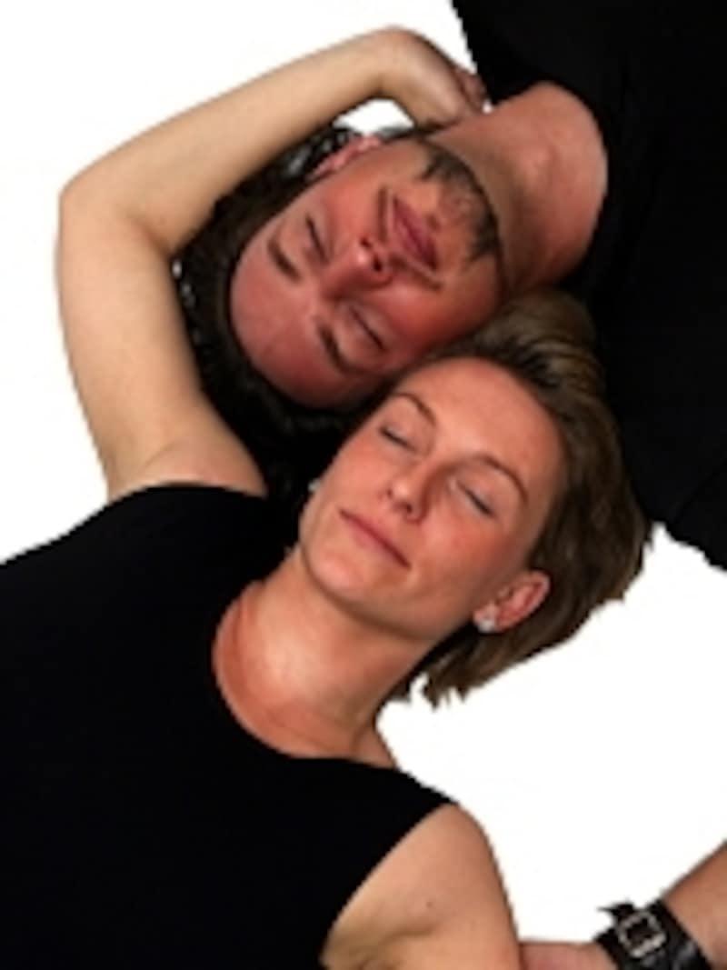 体の疲れが出やすい時期に、ふたりでストレッチを始めませんか?