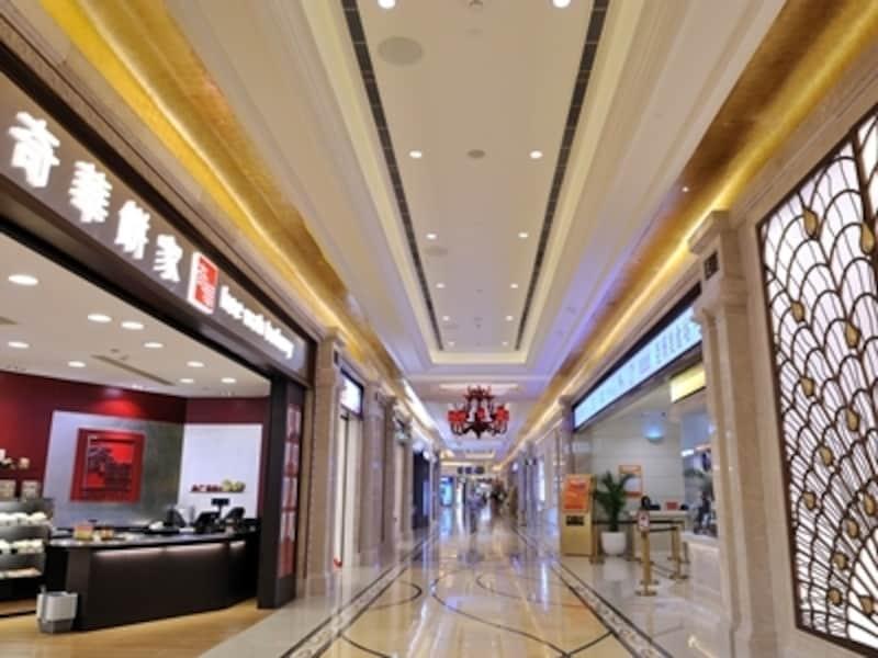 ギャラクシーマカオのモールはお土産、レストラン、フードコートが充実。マカオ最大のシネコンもオープン(c)GalaxyMacau