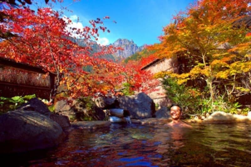 新穂高温泉野の花山荘の紅葉露天風呂