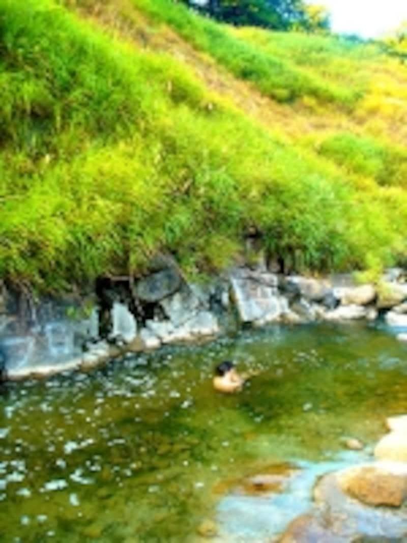奥小安峡大湯温泉阿部旅館の天然川風呂