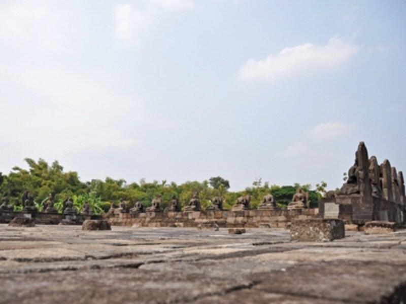 プラオサン寺院の石仏群