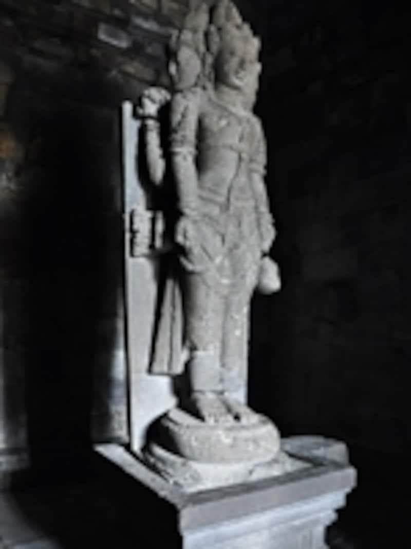 ヴィシュヌ堂に収められたヴィシュヌ像