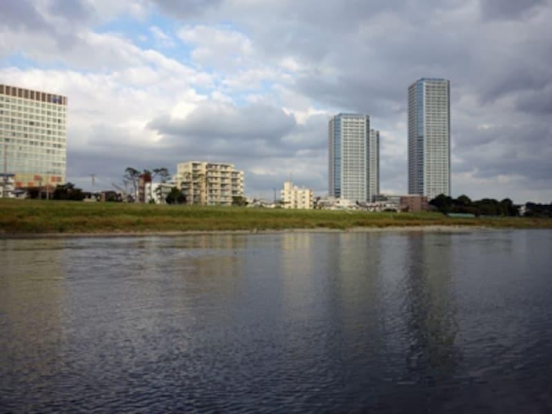 多摩川沿いのマンション