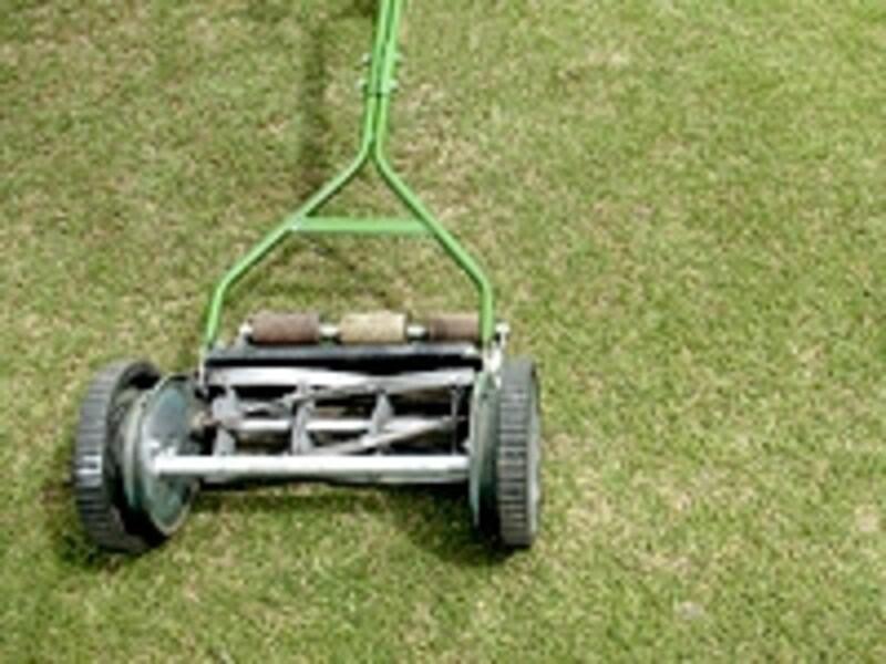手動芝刈り機