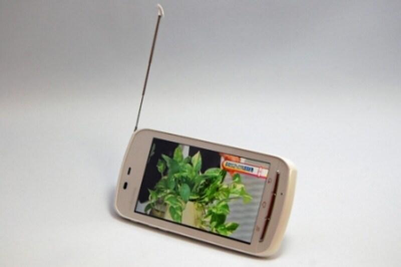 ワンセグ、おサイフケータイ、赤外線、防水と、これまでの携帯電話にあった機能は一通り網羅。ケータイからも乗り換えやすいスマートフォンです。