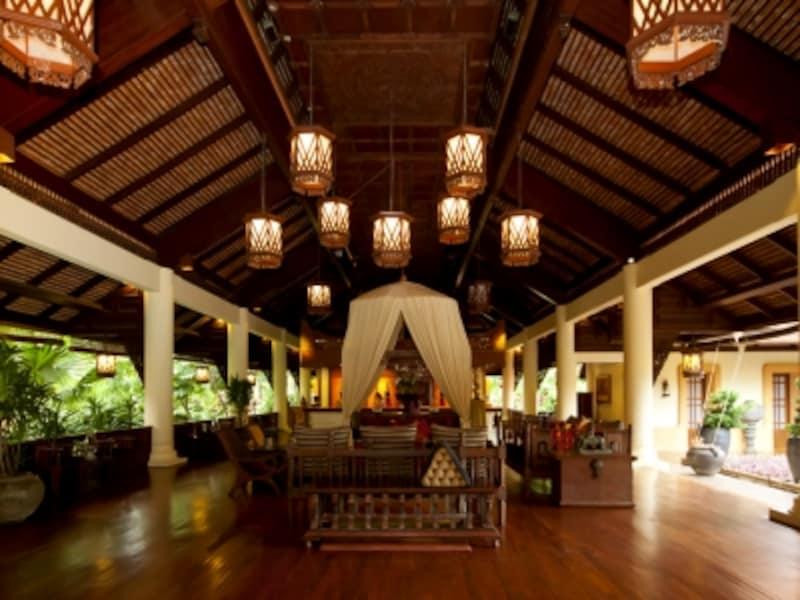 アジアの王族リゾートを感じさせるゴージャスなレセプション