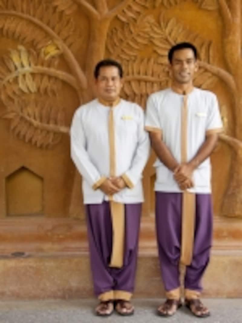 タイ伝統の衣装を纏うスタッフ