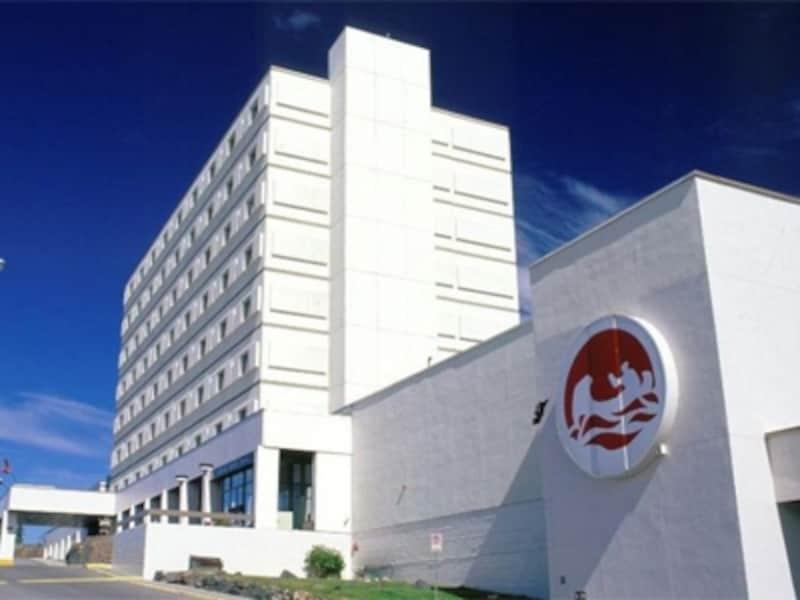 大会議場を備える市内随一の大型ホテル(C)TheExplorerHotel