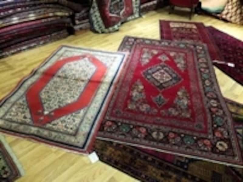 アンティークと古い絨毯