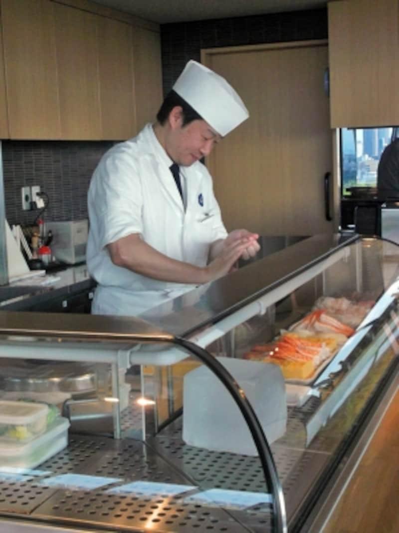 職人さんがその場で握ってくれる寿司コーナー