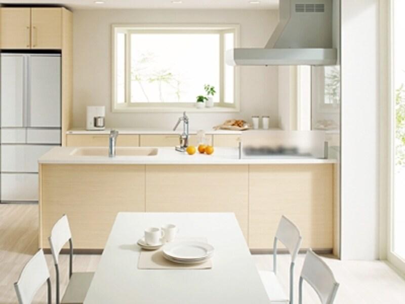 風通しがよく明るいキッチンならコレカラの家事が楽しくなる。冬の寒さ対策も忘れずにして。(Berry/ヤマハリビングテック)