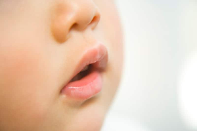 口腔カンジダ症・鵞口瘡(がこうそう)はうつるのか?症状・治療法
