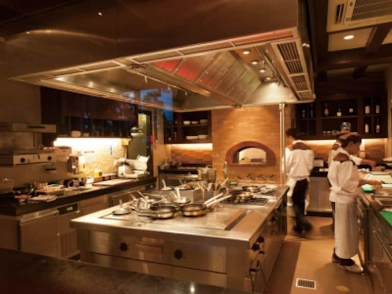 イタリアンレストラン「Favola」はオープンキッチンスタイル