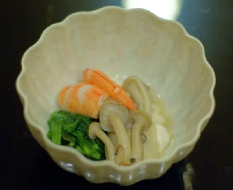 海老、菊菜、舞茸、シメジの白和え