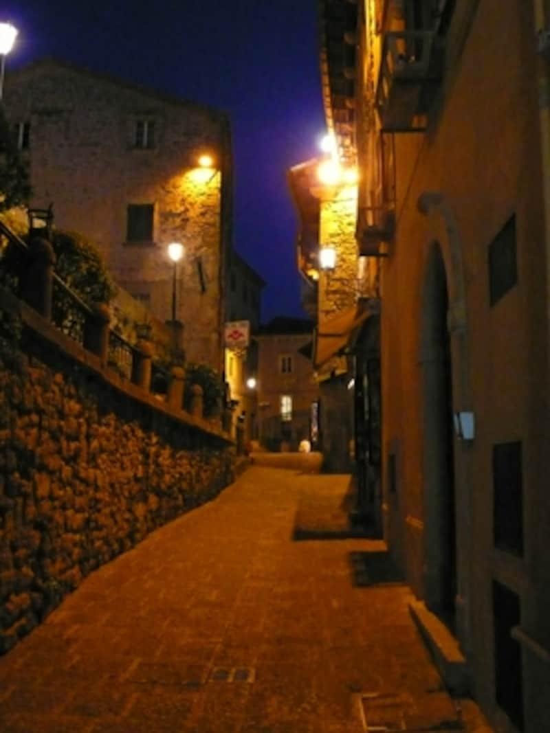 サンマリノ歴史地区の夜